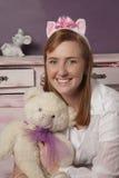 Mulher com urso Fotografia de Stock Royalty Free