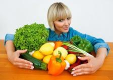 Mulher com vegetais Fotos de Stock