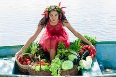 Mulher com vegetais Imagens de Stock