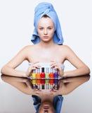 Mulher com verniz de prego Imagens de Stock