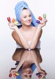 Mulher com verniz de prego Fotos de Stock Royalty Free