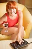 Mulher com vinho de vidro fotografia de stock royalty free