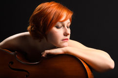 Mulher com violoncelo Imagens de Stock Royalty Free