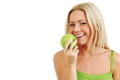 A mulher come a maçã verde fotos de stock royalty free