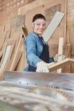 Mulher como o carpinteiro imagem de stock royalty free