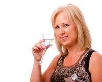 Mulher consideravelmente de meia idade vestida para o partido Fotografia de Stock