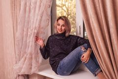 Mulher consideravelmente loura Foto de Stock Royalty Free