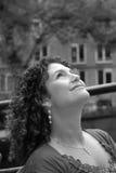 Mulher consideravelmente tunisina que olha acima fotos de stock royalty free