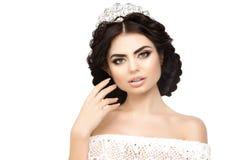 Mulher, coroa do lux, menina luxuosa do fundo branco da princesa da rainha Sh Fotos de Stock