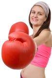 Mulher da aptidão com as luvas de encaixotamento vermelhas imagem de stock