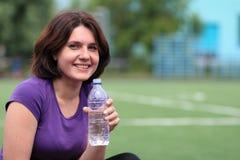 Mulher da aptidão com o frasco da água Imagens de Stock
