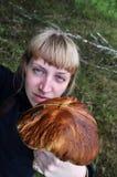 Mulher da beleza com cogumelo foto de stock