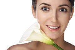 Mulher da beleza com flor imagens de stock royalty free