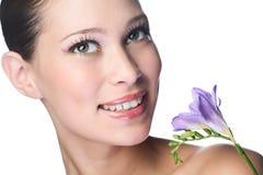 Mulher da beleza com flor fotografia de stock royalty free