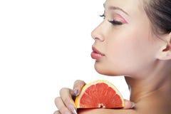 Mulher da beleza com fruta fotos de stock