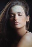 Mulher da beleza com pele da saúde no pulverizador natural foto de stock royalty free