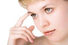 A mulher da beleza dos Close-ups pensa imagens de stock royalty free