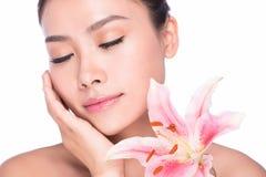 Mulher da beleza dos TERMAS com flor Imagens de Stock Royalty Free