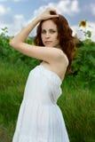 Mulher da beleza no girassol Fotos de Stock