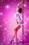Mulher da dança de Polo no fundo cor-de-rosa Fotografia de Stock