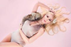 Mulher da forma com cabelo profissional Fotografia de Stock Royalty Free