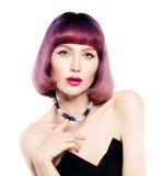 Mulher da forma com o cabelo brilhante da coloração isolado Foto de Stock