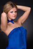 Mulher da forma do close up no terno azul fotografia de stock royalty free
