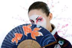 Mulher da gueixa de Japão com composição creativa fotos de stock