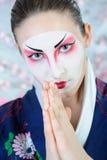 Mulher da gueixa de Japão com composição creativa. Imagens de Stock