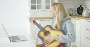 Mulher 21 da guitarra