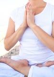Mulher da ioga que faz exercícios Imagens de Stock