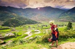 Mulher da minoria étnica com seu filho em Vietname Fotos de Stock Royalty Free