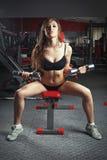 Mulher da paixão no salão de esportes fotografia de stock royalty free