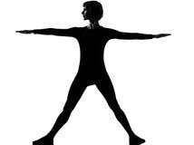 Mulher da posição do pose do triângulo do trikonasana de Utthita Fotos de Stock