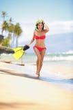 Mulher da praia que mergulha o estilo de vida feliz Foto de Stock
