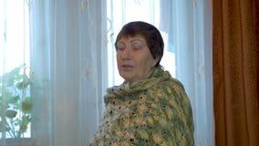 Mulher das pessoas idosas do retrato vídeos de arquivo