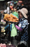 Mulher de Ásia do mercado do alimento de Camboja Imagens de Stock