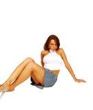 Mulher de assento na saia curta. imagens de stock royalty free
