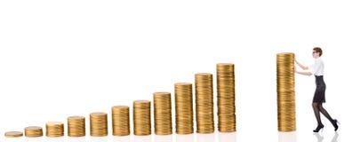 Mulher de Busines com moedas da coluna fotos de stock royalty free