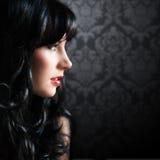 Mulher de cabelo preta atrativa Fotografia de Stock Royalty Free