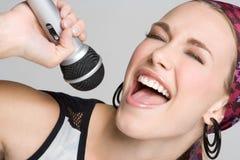 Mulher de canto Fotografia de Stock Royalty Free