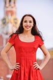 Mulher de encontro à torre de Spassky foto de stock royalty free