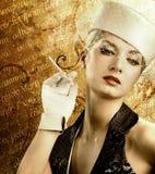 Mulher de fumo bonita Imagens de Stock Royalty Free