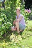 Mulher de jardinagem Fotografia de Stock Royalty Free