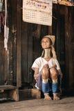 Mulher de Karen Long Neck da vila do tribo do monte em Myanmar Imagens de Stock
