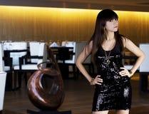 Mulher de Latina no vestido preto Fotografia de Stock Royalty Free