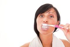 Mulher de limpeza do dente imagens de stock royalty free