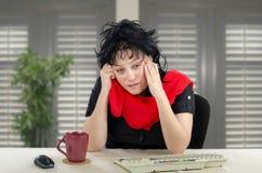 Mulher de meia idade que olha a câmera com a cara triste, ansiosa Foto de Stock Royalty Free