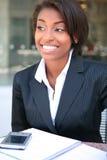 Mulher de negócio africana bonita foto de stock royalty free