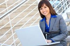 Mulher de negócio asiática no escritório Imagens de Stock